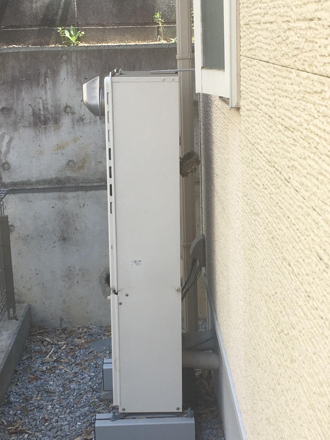 千葉県柏市かやの町の蜂の巣駆除現場